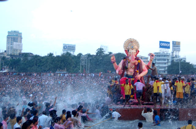 Lalbaugcha Raja Ganpati idol holds a special place for the devotees in Mumbai