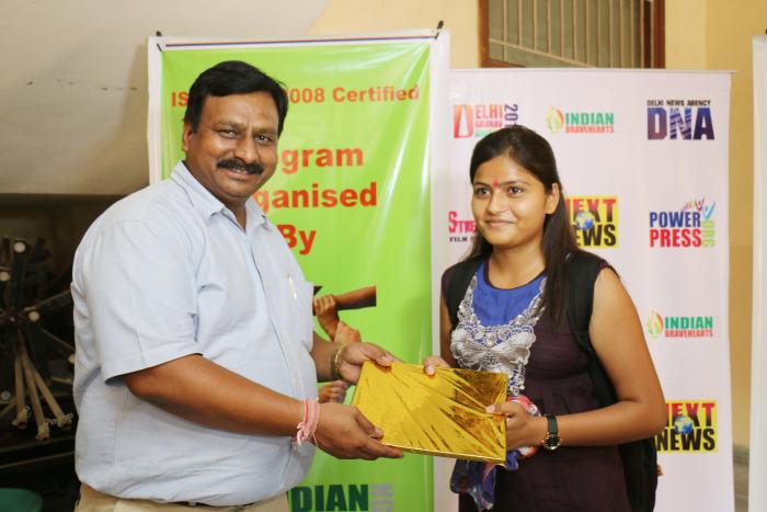 इंडियन ब्रेव हार्ट्स संस्था पुस्तक वितरण समारोह 2014